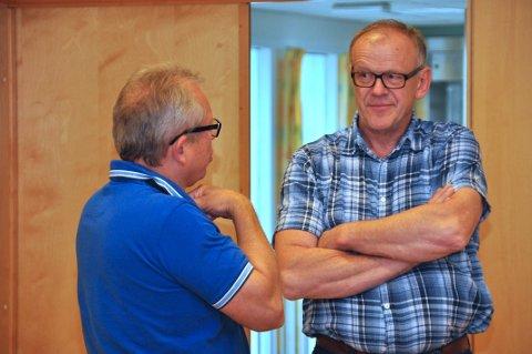 IKKJE SAMDE: Kjell Apeland (til venstre) og Bjørn Apeland blei ikkje samde i saka om kommunestruktur. Fleirtalet gjekk for åleinegang, medan Høgre og KrF ville samla Forsand, Strand og Hjelmeland til ein ny kommune.