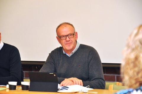 FEKK KJEFT: Bjørn Laugaland la ikkje skjul på at han hadde fått sinte telefonar etter å ha snudd om kommunesamanslåing, men fekk eit samrøystes formannskap med seg.