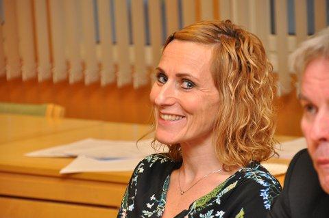 SKIFTA SIDE: Anita Husøy Riskedal (KrF) skifta side og sa nei til kommunesamanslåing. Gaute Hauge (Ap) skifta andre vegen, og det er framleis 10-9 mot samanslåing i kommunestyret i Hjelmeland.