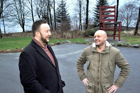 Morten Hetland (til venstre) og Harald Ommundsen melder seg ut av Senterpartiet. Nå vil dei gjera det dei kan for å få folket i Hjelmeland til å seia nei i folkerøystinga om kommunesamanslåing.