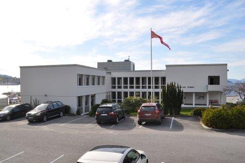BLIR KUPPA: Tysdag ettermiddag blir kommunehuset i Hjelmeland kuppa av folket. Kuppet er eit ledd i idedugnaden for ny sentrumsplan for Hjelmeland.