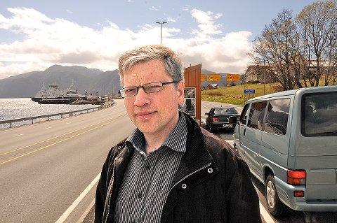 Gert A. Madsen er tilfreds med at Høgsfjord Rutelag nå har søkt om konsesjon til privat ferjedrift over Høgsfjorden. Men foreningen hadde sett for seg flere avganger om kvelden. (Arkivfoto)