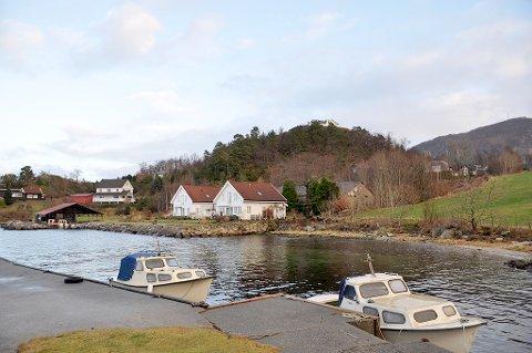 Hjelmeland Tomteutvikling AS har laga ein reguleringsplan for 16 leilegheiter og 18 einebustadar i Sandvika på Fister. Småbåthamna i området skal også utbetrast.