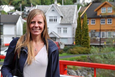 TENKER LANGSIKTIG: Kirsten Welschemeyer meiner Hjelmelandsvågen har verdiar som på sikt kan gjera sentrum til ein destinasjon.