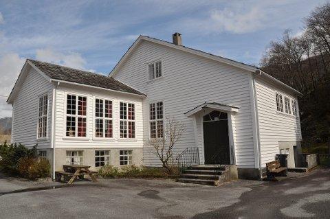 BETRE KJØKKEN: Kjøkkenet i det 66 år gamle bedehuset treng ei oppgradering, meiner Haldis K. Nilsen.