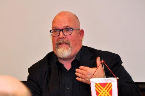 TENKER PÅ ALLE: Rådmann Wictor Juul forsikra at det ikkje berre er Hjelmeland sentrum han tenker på når kommunen driv bygdeutvikling.