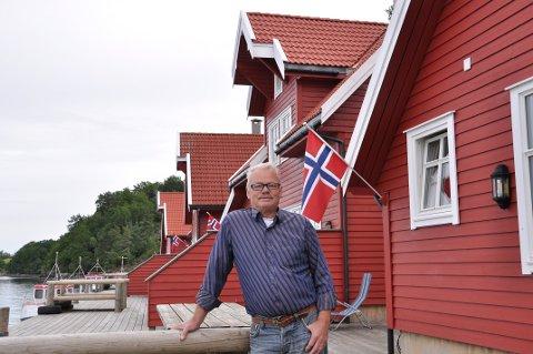 TRENG GJESTER: Terje Mosnes legg ikkje skjul på at det kan bli dramatisk for Solvåg Fjordferie om ikkje gjestene frå andre land får reisa til Norge etter 15. juli.