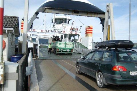 SMITTEVERNTILTAK: Norled vil at passasjerene i Hjelmeland-sambandet skal bli sittende i bilene under overfarten. Arkivfoto