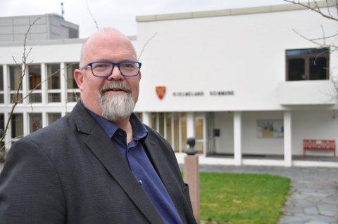ALDRI IGJEN: Wictor Juul legg fram årshjul og prosedyrar som skal sikra at Hjelmeland ikkje går på ein ny smell på kjøp og sal av konsesjonskraft.