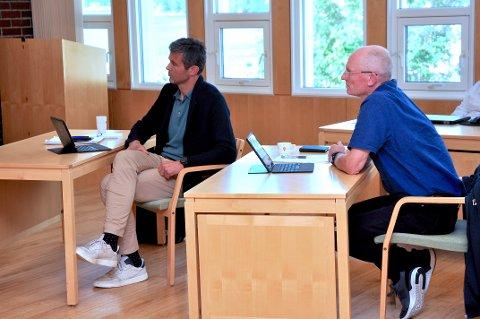 GAMBLEVILLIGE: Johannes Soppeland (til venstre) og Gaute Hauge meinte det må vera ei politisk sak å avgjera kor stor risiko kommunen skal ta i forvaltinga av konsesjonskraft.