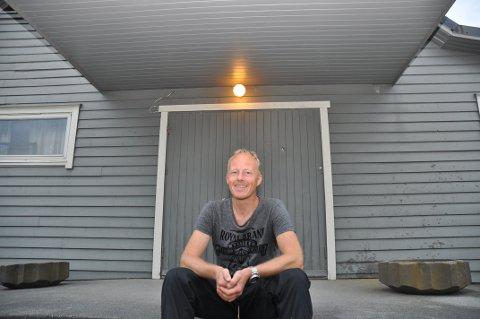 INGEN FØRINGAR: Svein Egeland og styret i Årdal aktivitetshus ber folk fortelja kva dei meiner om eit sal utan at styret kjem med noko tilråding.