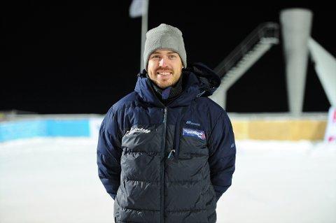 STORTRIVES: Andreas Stjernen stortrives i sin nye rolle som ekspertkommentator for TV 2. Han er også trener for hopptalentene i Trønderhopp.