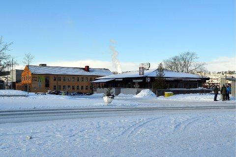 På Atleten-tomta skal det blant annet bli bibliotek. Den gule Telesentralen skal også rives etter hvert.
