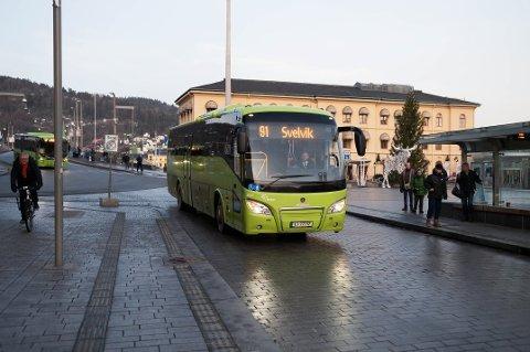 På grunn av koronakrisen er det færre som benytter seg av offentlig transport. Brakar gjør derfor grep for bussavganger i hele fylket.