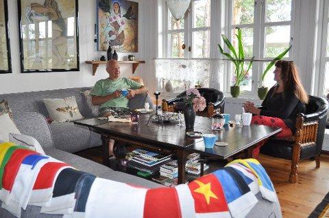 Hver gang det kommer nye gjester i hus henger Trond og Gunvor ut flagg etter hvilken nasjon som er på besøk. Denne sommeren blir det imidlertid kun det norske som er i bruk på grunn av koronapandemien.