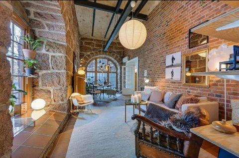 ETTERTRAKTET: Den populære kunstnerleiligheten ligger i 1. etasje i det gammelt fabrikkbygget i Fossekleiva.