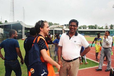 Til og med på bryllupsreisen fikk Stig-André Lippert dra på fotballkamp. Da var han og kona i Sri Lanka, og Stig-André endte opp med å møte landets fotballpresident.