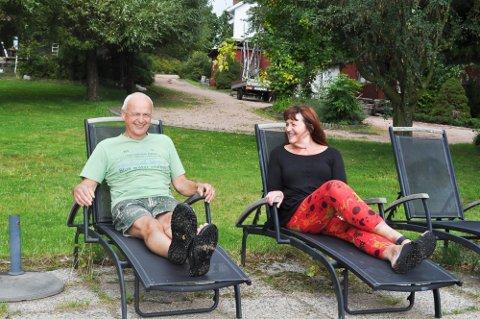 Trond og Gunvor Besseberg driver Villa Rørvik i Svelvik. Det har ikke vært mye tid til å legge beina høyt denne sommeren, så dette er et arkivbilde.