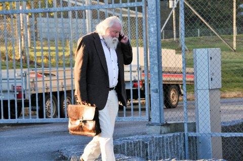 FORSVARER: Advokat Johan Tønnes Løchstøer representerer en av de fire siktede.