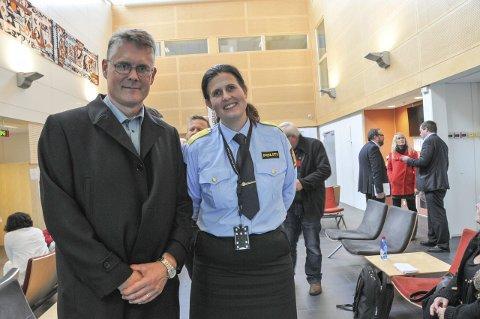 Besøk fra POd: Politimester Rita Kilvær i Telemark er glad for at seksjonssjef Hans Bakke i Politidirektoratet tok turen til Grenland politistasjon onsdag. foto: ørnulf holen