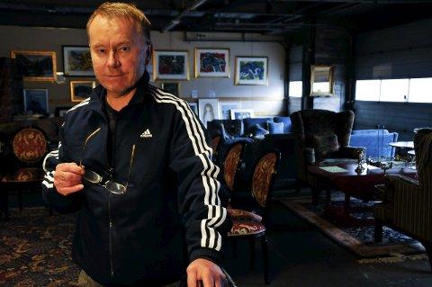 Avlyst: Rune Frønes fortalte nylig i TA om den planlagte møbelauksjonen denne helga. Nå er auksjonen avlyst.
