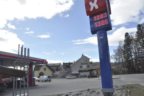 Populært: Et populært sted for rånerne. Nå vurderer butikkinehaver Eivind Lia å stenge sine forretninger under lørdagens rånertreff på Notodden. Mer enn 1300 personer har meldt sin ankomst.