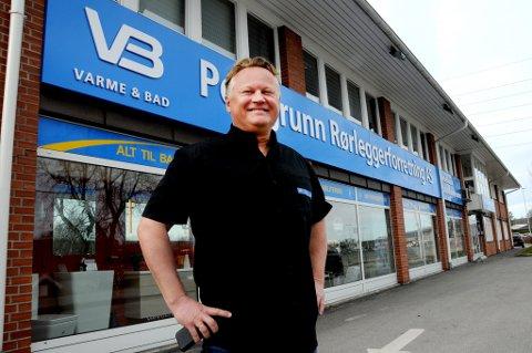 FORNØYD: Daglig leder Carsten Skottner Engh ved Porsgrunn rørleggerforretning As har all grunn til å være fornøyd. Kontrakten er den største noensinne i firmaets historie.