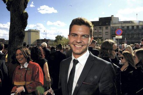 OPPTUREN: Fredrik Oldrup Jensen hadde lagt den største skuffelsen bak seg da han feiret 17. mai hjemme i Skien i går.FOTO: HANS EIVIND ØYGARDEN