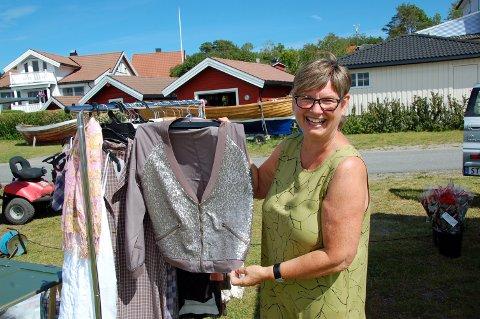 TRAVEL PÅ SANDØYA: Lørdag var det markedsdag på Sandøya utenfor Brevik. Anne-Berit Condrup var arrangør, men hadde også en salgsbod. FOTO: DAN HAGEN