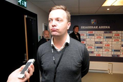 SONDERER: Einar Håndlykken og trenerteamet forsøker å få inn en offensiv spiller i sommer. Om de får det til, er ikke sikkert. Men pengene fra Europaliga-kvaliken - om de gjør videre i morgen - vil hjelpe på. foto: ole martin møllerstad