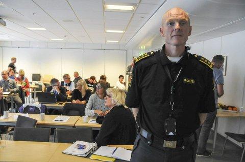 INFORMERTE: Politistasjonssjef Tore Monstad Halvorsen ved Grenland politistasjon inviterte de samarbeidende etatene og bransjene til et møte tirsdag ettermiddag. FOTO: ØRNULF HOLEN