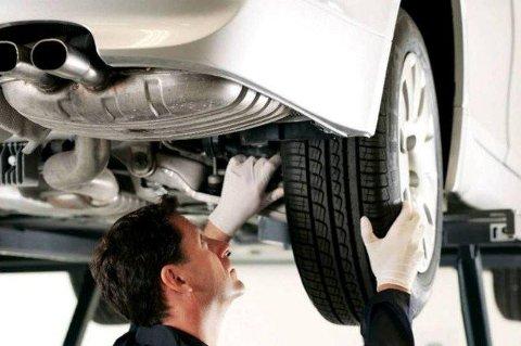 Å ha bilen på verksted kan medføre store utgifter. Da er det kanskje ikke rart at pris er det viktigste for mange. I (Foto: broom.no/ANB)