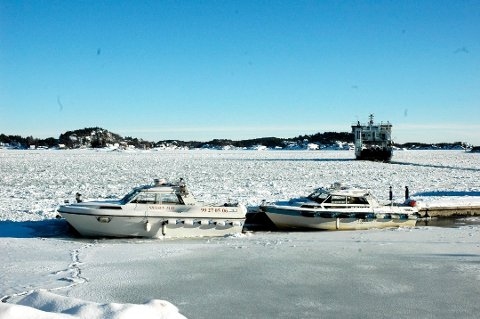 MF Kragerø i isen for noen år tilbake.