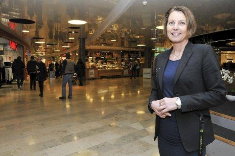 MYE FOLK: Senterleder Nina Merete Eriksen på Lietorvet og Herkules forventer mange kunder under årets black friday. Foto: Ørnulf Holen