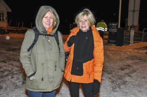 Tidspress: Britt Bjørnstad (til venstre) og Turi Berg Clausen må gå tidligere fra jobben for å rekke ettermiddagsavgangen klokka 15.25 fra Kragerø.