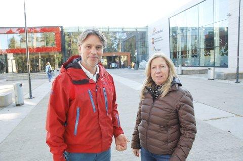 JA TIL NYTT BYGG: Daglig leder i Skien fritidspark, Jon Steinar Tufte, og styreleder, Torunn Hauen Aks, kjemper igjen for bedre forhold i fritidsparken. et nytt bygg vil være en løsning.