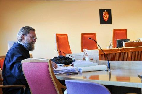 - NEKTER STRAFFSKYLD: Advokat Bjørn Nærum, som forsvarer den 43 år gamle telemarkskvinnen, sier at klienten hans nekter straffskyld.