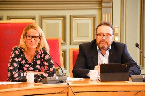 MER SAMARBEID: Ordfører Hedda Foss Five og rådmann Ole Magnus Stensrud i Skien skal diskutere mer samarbeid framover.