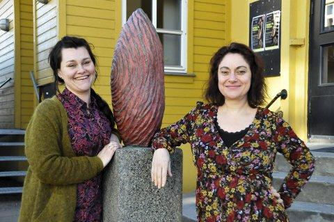Humor: - Det blir ikke en gravalvorlig festival, lover Cathrine Hovland og Anette Röde Hagnell.foto: anne lill w. aas
