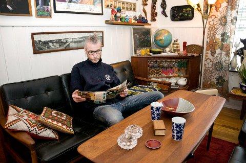 Jon Are Pedersen kaller seg retrokongen på Instagram. Bor i barndomshjemmet fra 1966 og samler på design fra samme periode.