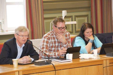 GIR MINDRE: Politikerne i Skien, med blant andre en engasjert Erik Gudbrandsen, bestemte seg for å gi mindre i sosialhjelp.