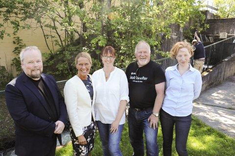 ENDELIG: – Endelig er vi i gang med ny laksetrapp, sa Marja Skotheim Folde, Skien kommune, Jan Helge Knutsen, Marianne Kandstad, Hedda Foss Five og Morten Kraabøl.