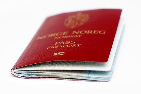 De nye passreglene vil svekke Politidirektoratets troverdighet, mener jussprofessor Mads Andenæs.