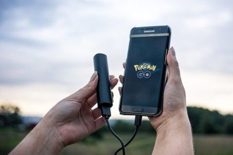 KRAFTIG ØKNING: Salg av ekstrabatterier til mobiltelefon har tatt seg kraftig opp etter at Pokémon Go ble lansert.
