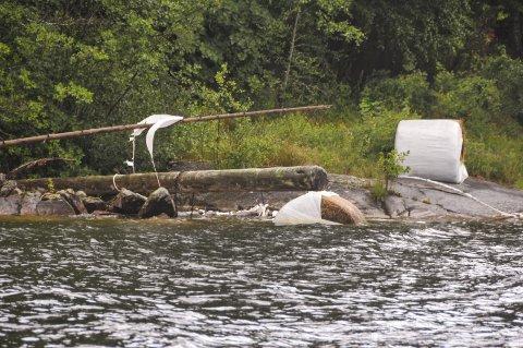 SKAL BORT: Det er ikke bare landbruksgjenstander som ligger langs Norsjøs bredder. Håpet er at den storstilte ryddeaksjonen skal føre til at folk blir bedre på å sikre gjenstander som står i fare for å havne i vannet.