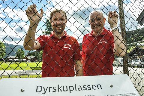 KLARE FOR INVASJON: Kenneth Haugland og Egil Moen venter 6–700 campingvogner i løpet av få timer, tirsdag. Onsdag går første band på scenen på Seljordfestivalen.