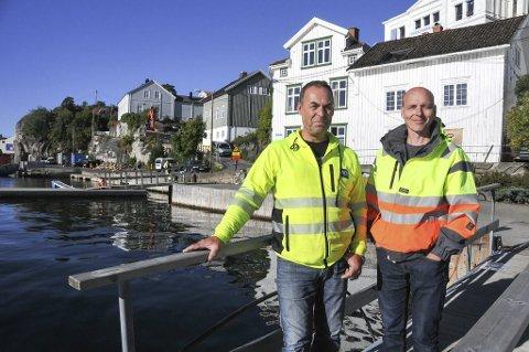 Ingen kan passere: – Barthebrygga blir stengt for bilister i sju måneder, forteller anleggsleder Sjur Vhile og Lasse Svendsen.