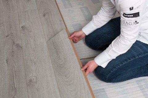 Underlag for parkett og laminat kan blant annet sikre at gulvet kan bevege seg riktig, at gulvet ikke støyer, og forhindre at fukt fra konstruksjonen skader gulvet. Foto: Pressebilde/ANB