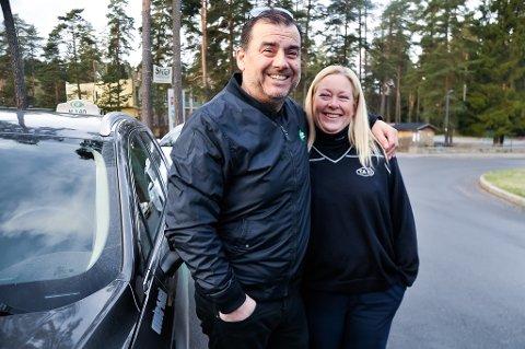 TAXIPAR: Lars Terje Elvistaxi Tveitan og Marianne Tveitan møttes på jobb.