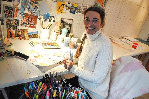 TEGNET HELE LIVET: Victoria er alltid på jakt etter gode penner og fargestifter og kjøper gjerne med seg når hun er på reise.